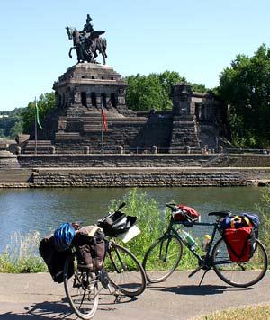 Das Deutsche Eck in Koblenz, wo die Moezel in den Rhein fließt