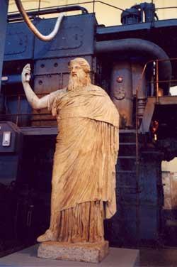 Antike Statue in der Centrale Montemartini